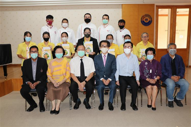"""Dusit Thani College Deliver knowledge """"Organized special training courses for the Bangkok Blind School In the Foundation for the Blind in Thailand Under royal patronage """"another special project under the"""" DTC: The Giving Project """"campaign"""