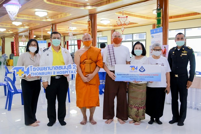 Thonburi Hospital 2 offers influenza vaccines to monks